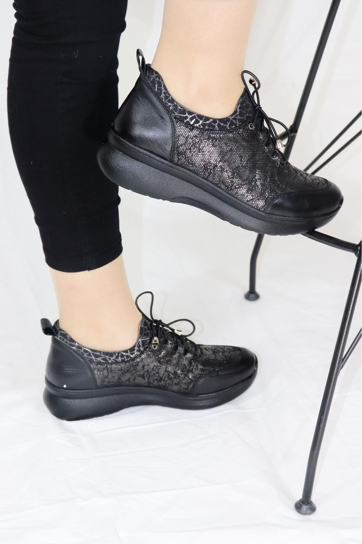 Venüs - 1901707Y - Siyah Lastikli Kadın Ayakkabısı