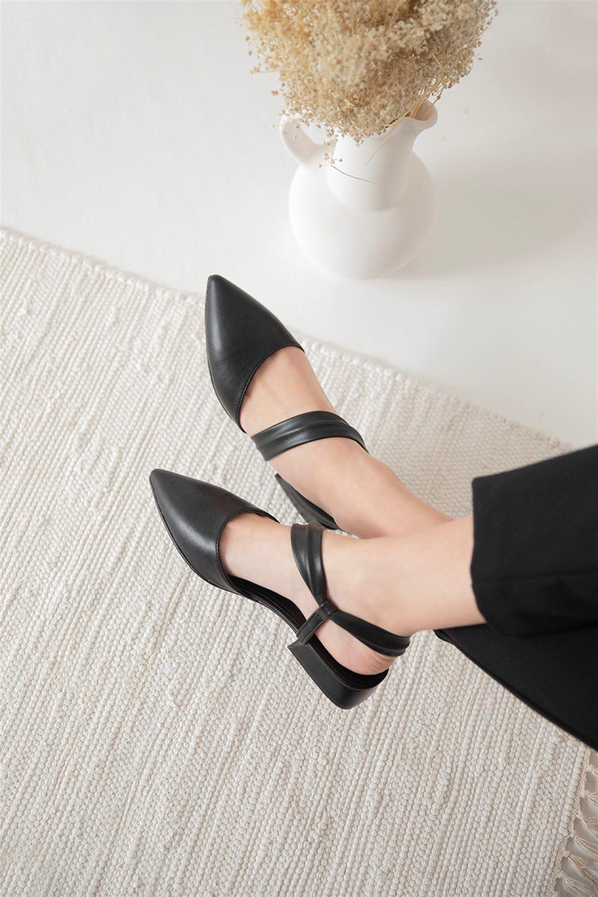 Trendayakkabı -  Kadın Topuklu Deri Sandalet Siyah