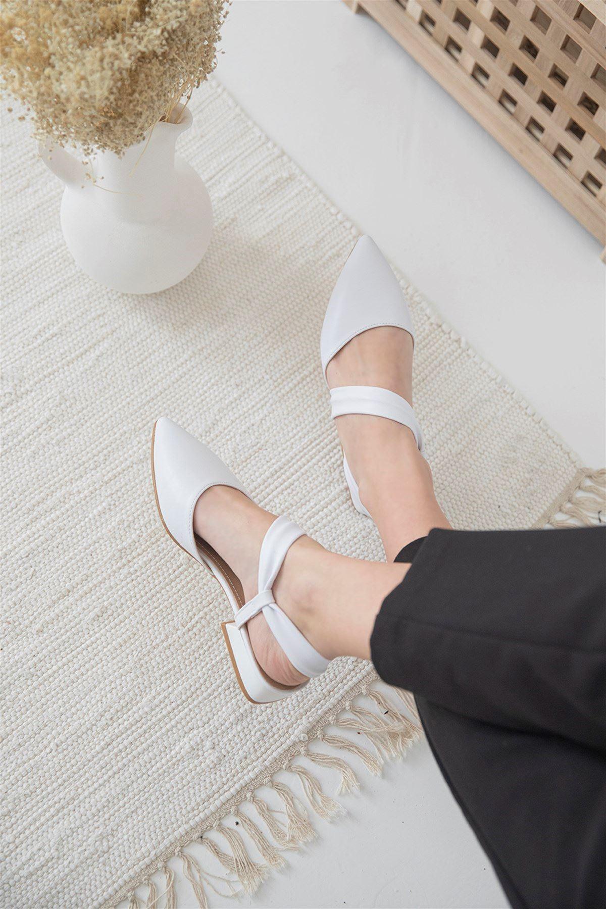 Trendayakkabı - Kadın Topuklu Deri Sandalet Beyaz