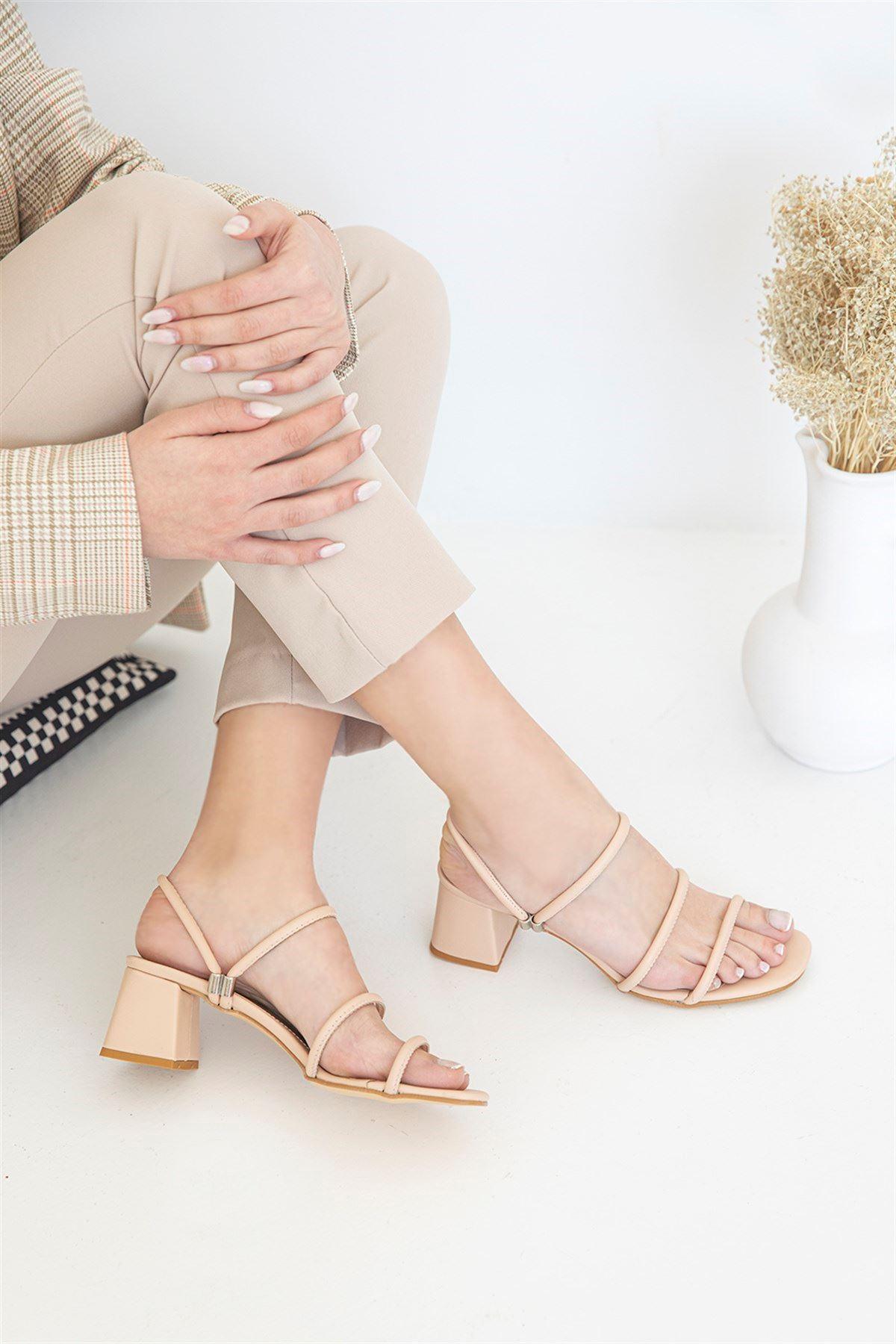 Trendayakkabı -  Kadın Topuklu Deri Sandalet Ten