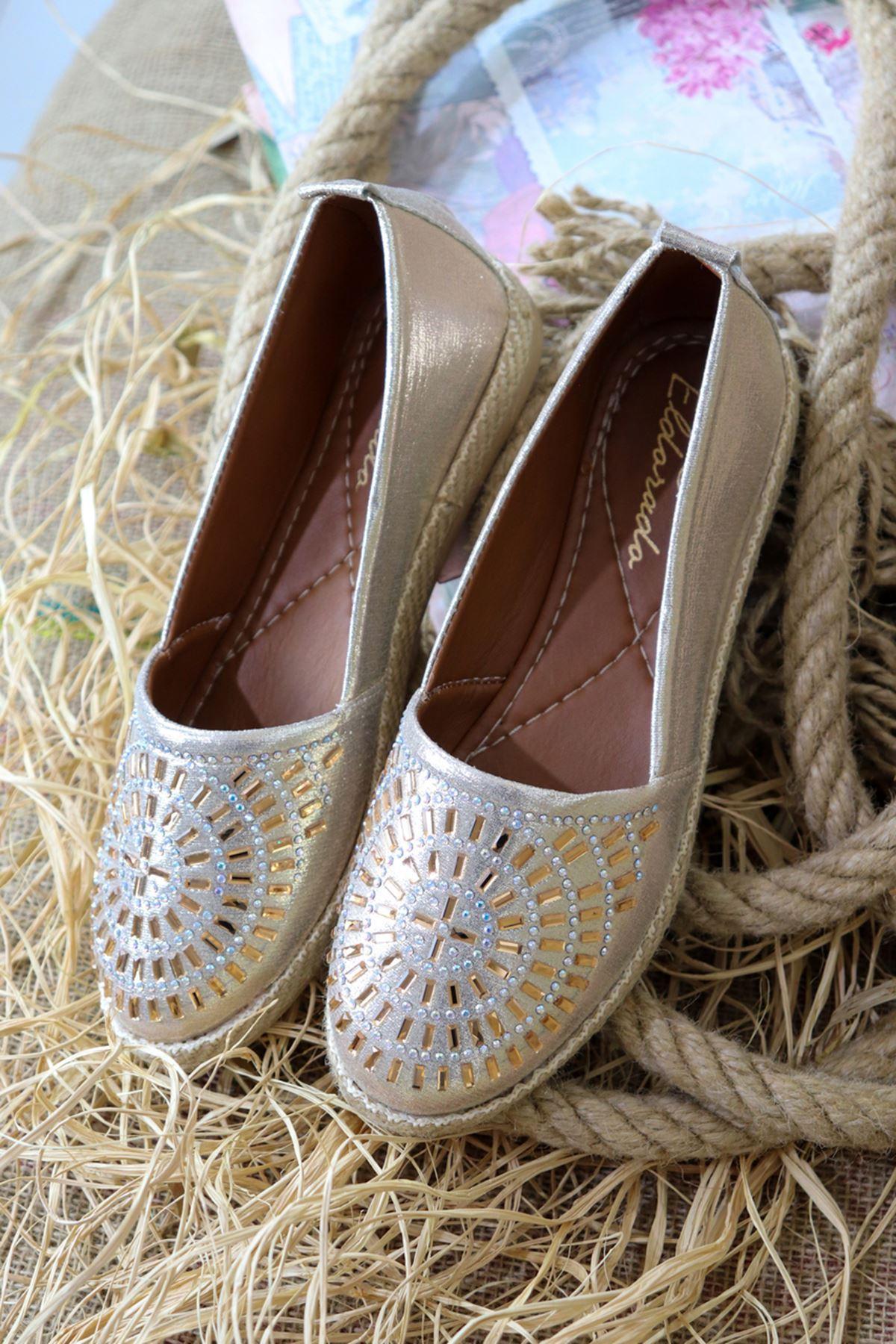 Trendayakkabı - Altın Taş Detaylı Kadın Babet