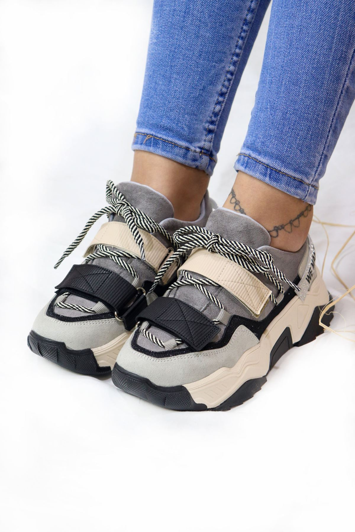Trendayakkabı - Siyah Gri Detaylı Kadın Spor Ayakkabı
