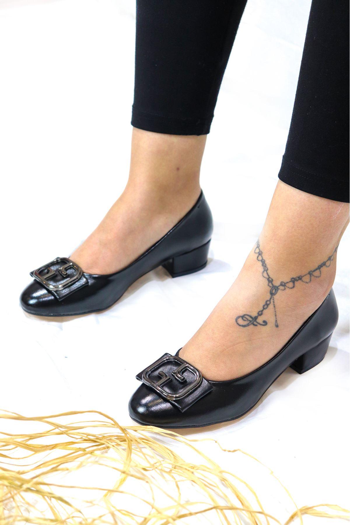 Trendayakkabı - 2 Siyah Kadın Topuklu Ayakkabı