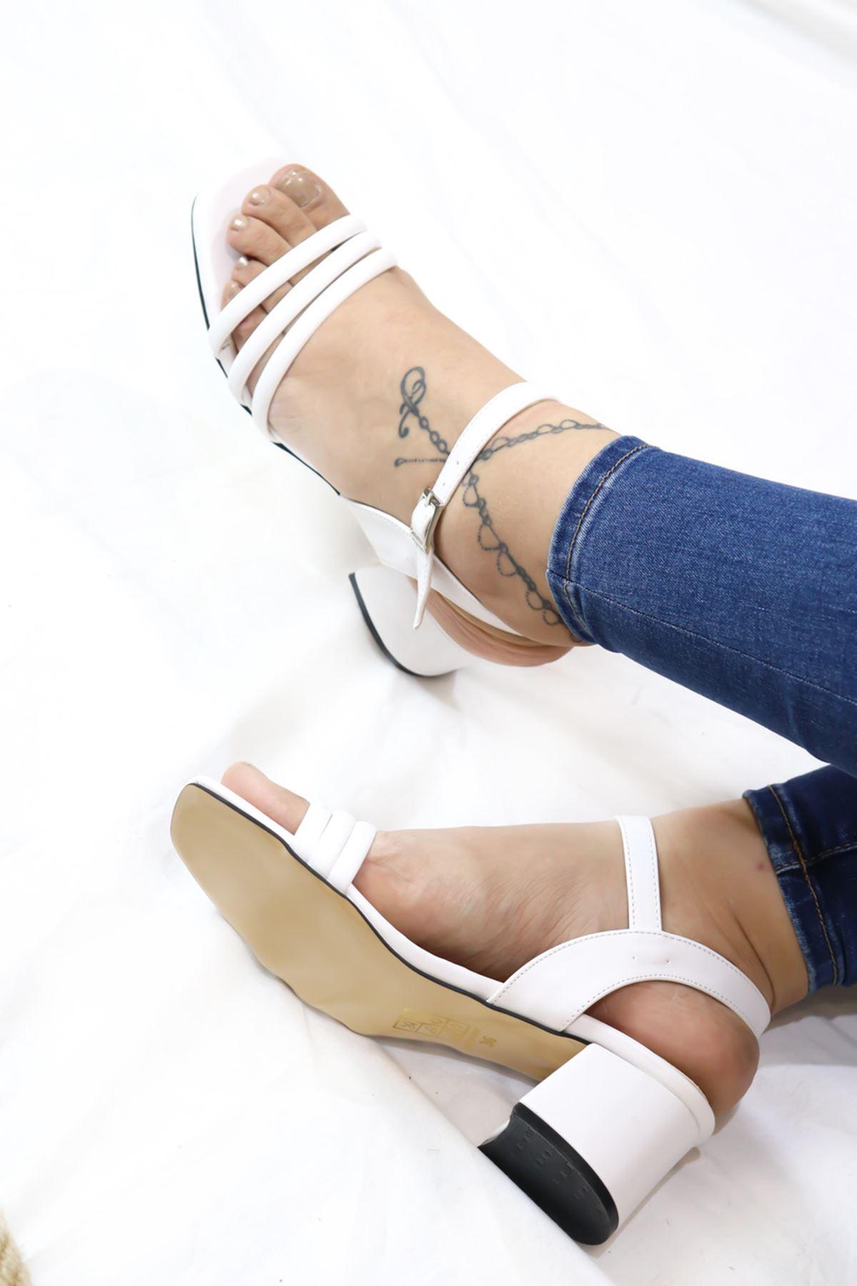 Trendayakabı - Beyaz çift Bant Detaylı Topuklu Kadın Ayakkabı
