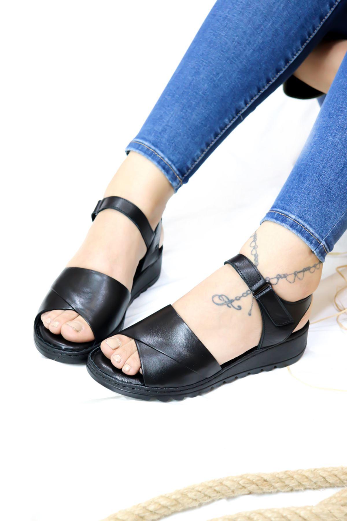 Trendayakkabı - 21Y063021 Siyah Kadın Sandalet